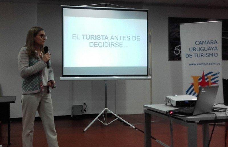Mariana Píriz expuso sobre reputación online, crisis y gestión.
