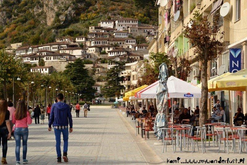 Una de las nuevas calles de Berat.