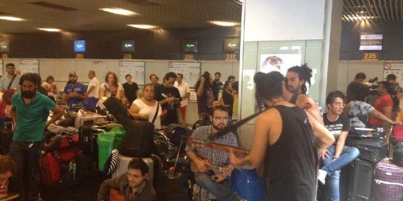 Aeroméxico no fletará aviones para los viajeros varados en Madrid (vídeo)