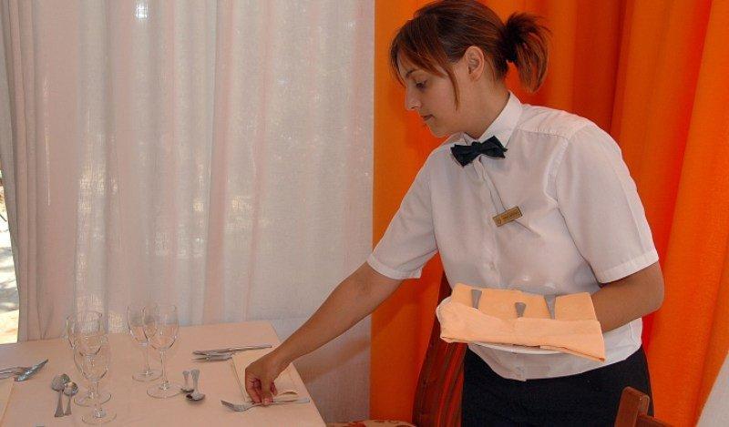 ¿Éxito turístico de Barcelona? Los sueldos más bajos están en la hostelería