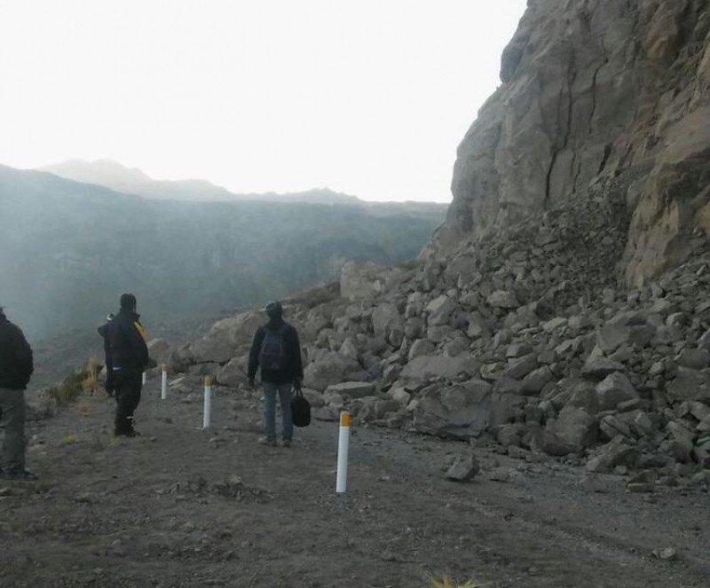 Los derrumbes provocados por el terremoto están dificultando el acceso a las localidades más afectadas. Imagen: Indeci.