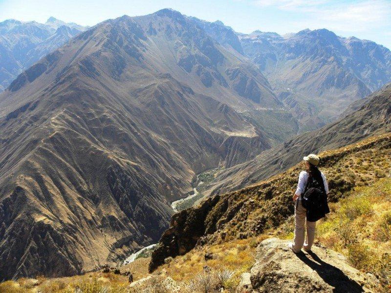 El terremoto tuvo lugar en el valle del Colca, lugar muy visitado por turistas que quieren ver cóndores en vuelo.