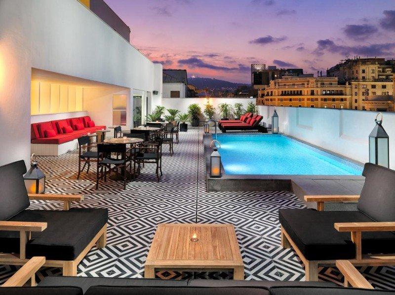 La terraza TopOn, en la última planta, permite disfrutar de los atardeceres sobre la ciudad.