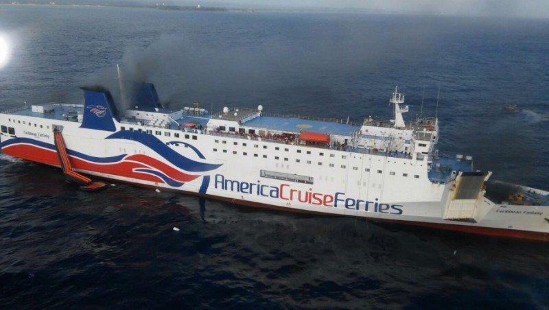 EEUU investiga el incendio del crucero Caribbean Fantasy en Puerto Rico