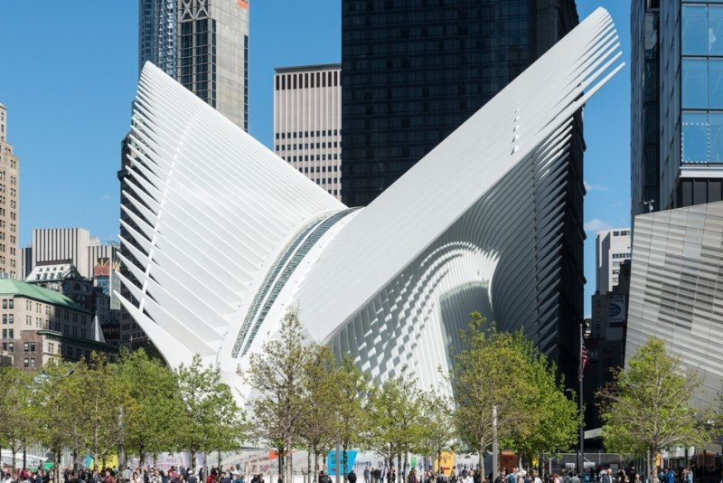 Un nuevo centro de transportes se encuentra bajo el Oculus, diseñado por Santiago Calatrava