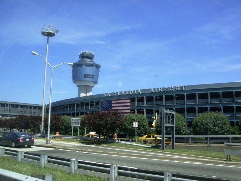 El aeropuerto de LaGuardia recibió 14,3 millones de pasajeros hasta junio, y el John F. Kennedy, un total de 28 millones.