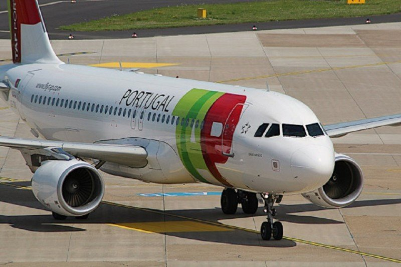 TAP cuenta con una flota de 77 aviones y transporta anualmente a más de 11 millones de personas.