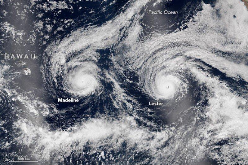Imagen tomada desde el espacio de los huracanes Madeline y Lester. Foto: NASA