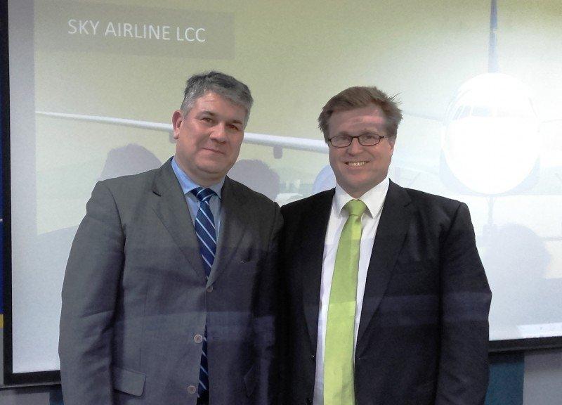 Radamés Montero, GSA en Uruguay, y Holger Paulmann, CEO de SKY Airline.