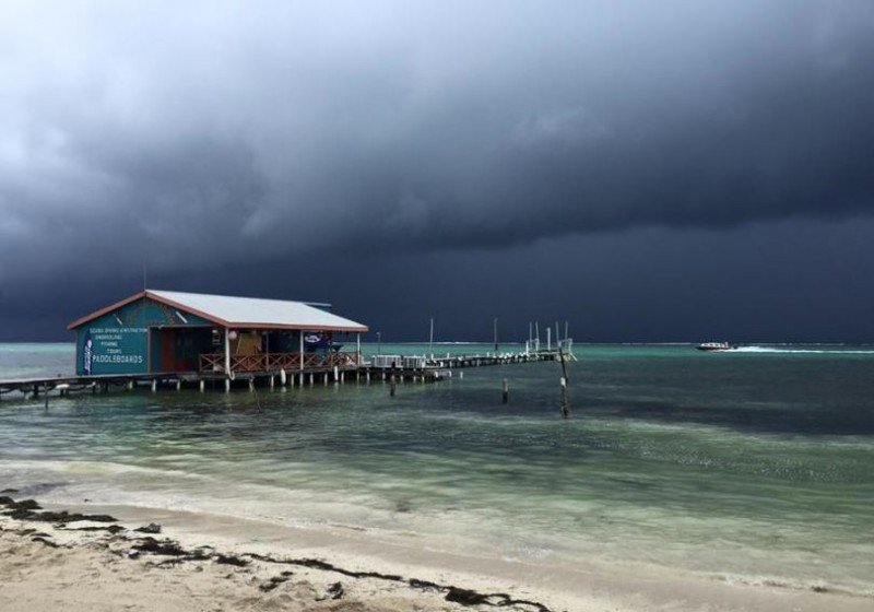 El huracán entró por la costa de Belice con vientos de 130 km/h.