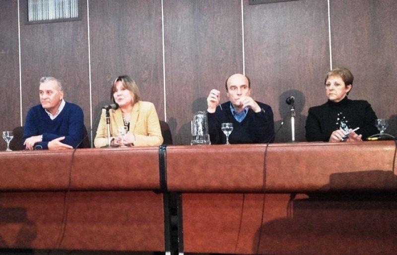 Carlos Fagetti, Elizabeth Villalba, Daniel Martínez y Rosario Bianco en el lanzamiento del nuevo catálogo de circuitos.
