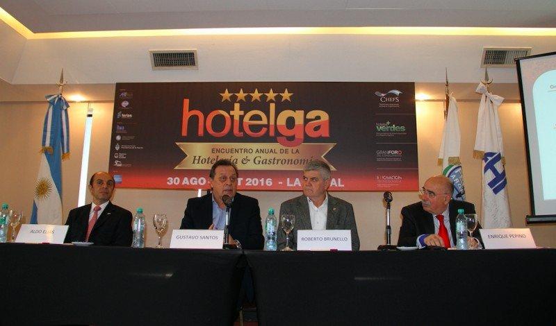 El Ministro Santos participó del lanzamiento de Hotelga 2015.