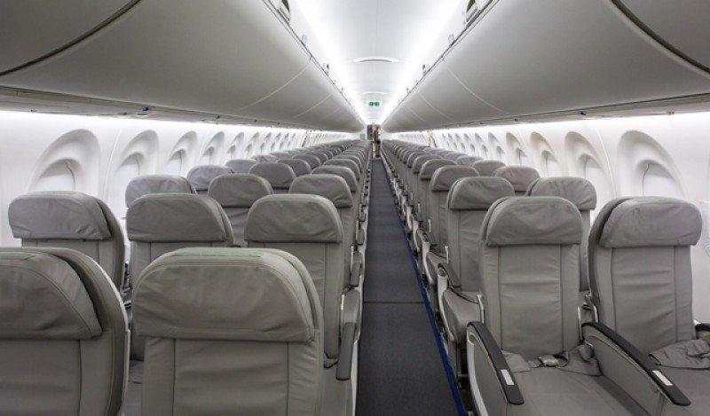 Los nuevos modelos tienen una fila de tres asientos y otra de dos, y capacidad para entre 125 y 160 pasajeros.