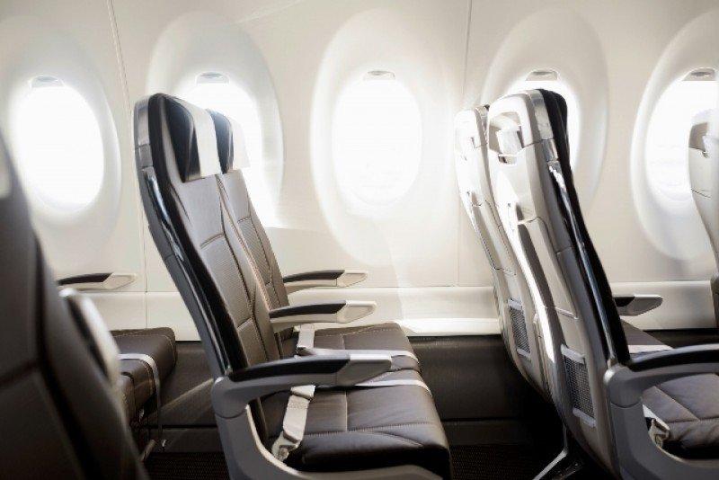 Bombardier lanza aviones con asientos 10% más anchos