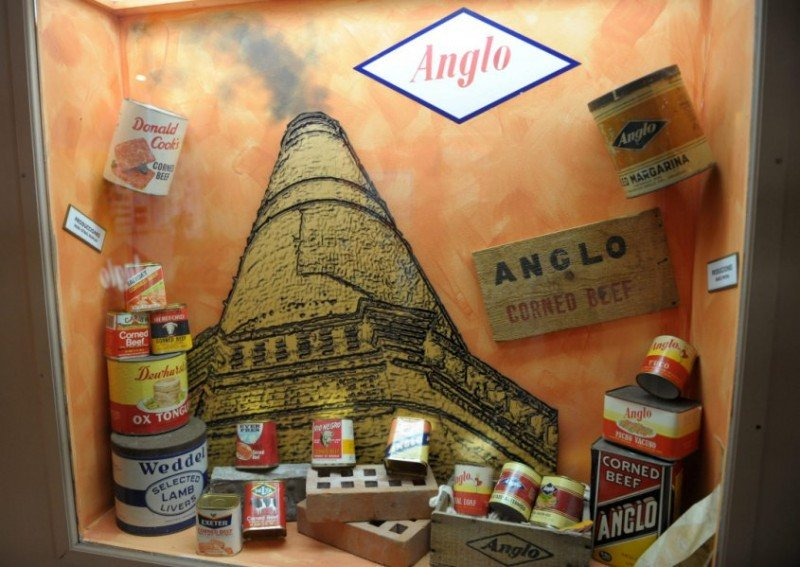 Productos del Frigorífico Anglo expuestos en el museo.