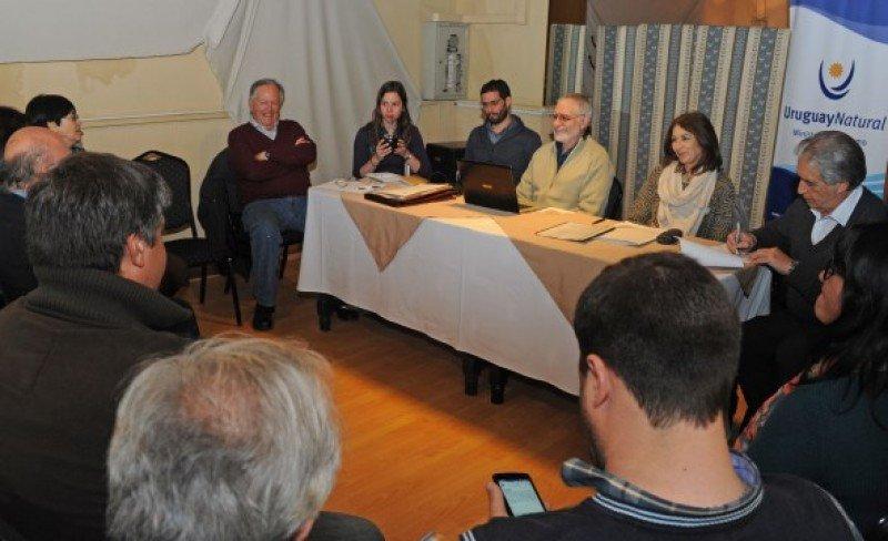Liberoff se reunió con empresarios turísticos de Río Negro en el marco del Consejo de Ministros en Fray bentos.