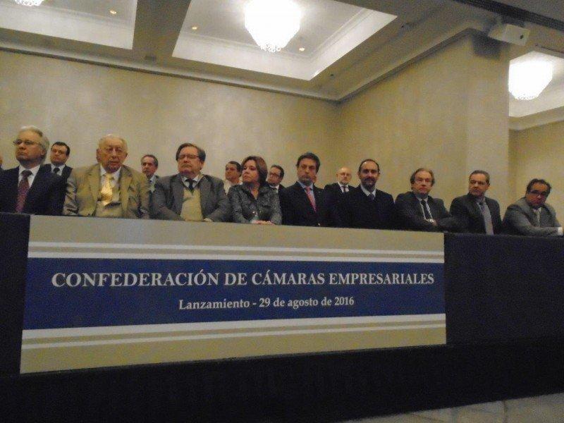 Dirigentes de la nueva Confederación de Cámaras Empresariales de Uruguay.