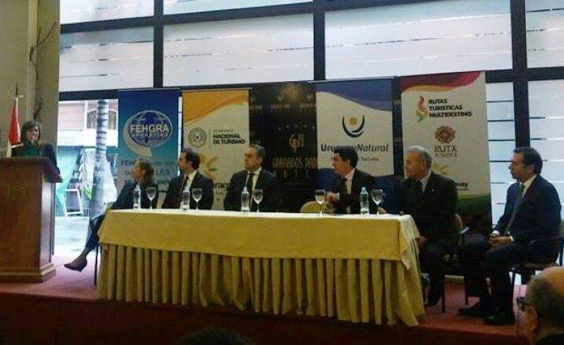Autoridades en la reunión de este martes en Asunción para la comercialización de la ruta Multidestino. Foto: Misiones OnLine