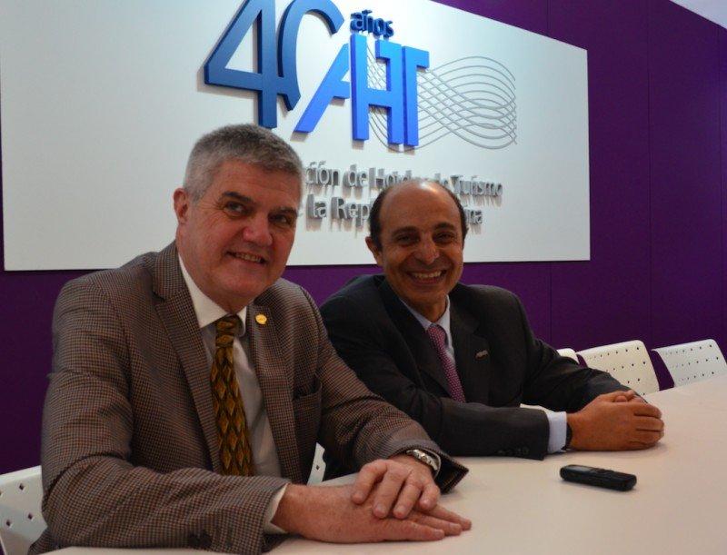 Izq a der: Roberto Brunello (Presidente FEHGRA) y Aldo Elías (Presidente AHT).