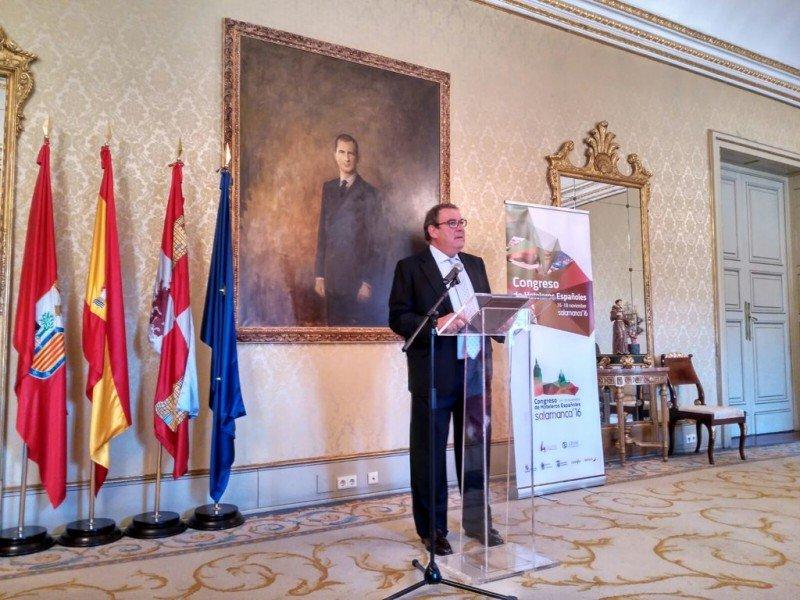 El presidente de CEHAT, Joan Molas, en la presentación en el Ayuntamiento de Salamanca del Congreso de Hoteleros que se celebrará en la ciudad en noviembre.