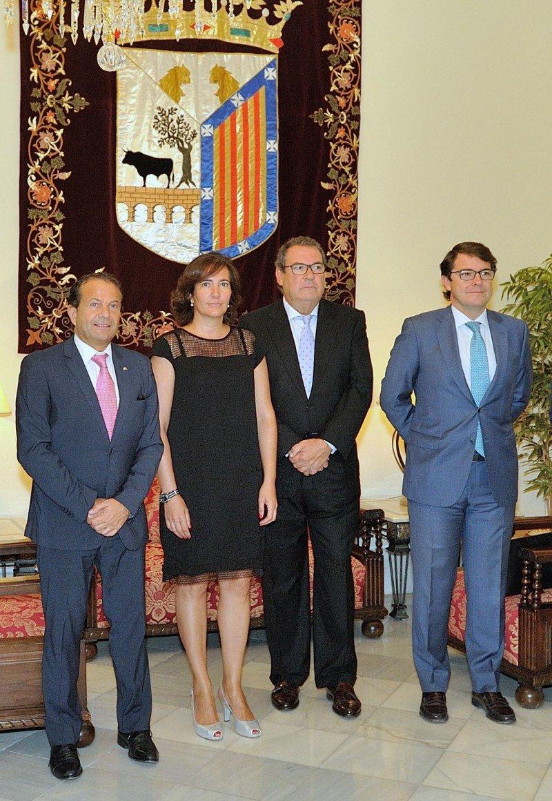 De izq. a dcha, Alain Saldaña, Josefa García, Joan Molas y Alfonso Fernández Mañueco.