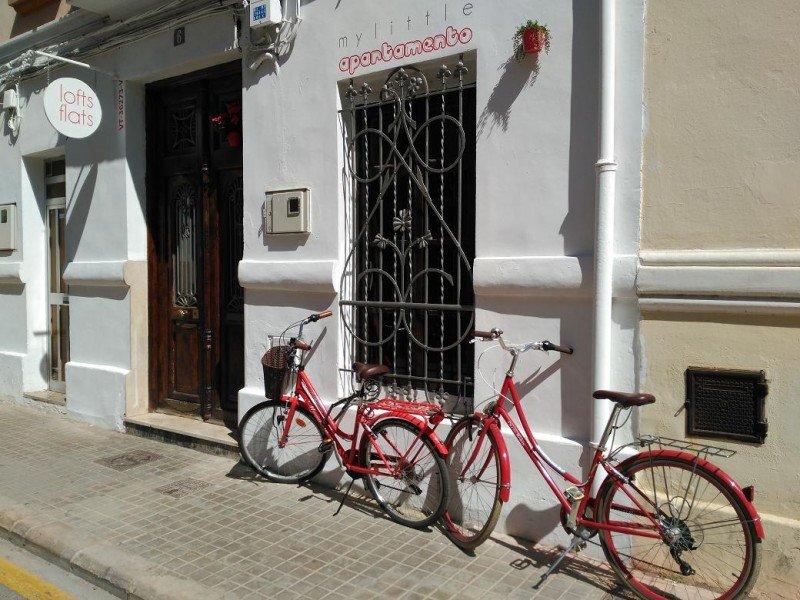 Los cinco apartamentos loft que integran su oferta, a los que se sumarán 10 más, se encuentran todos en Valencia.