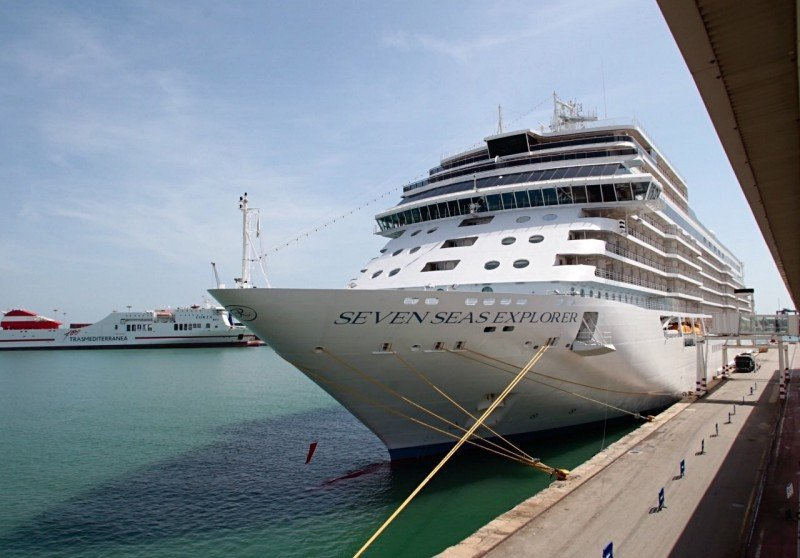 Trasmediterranea opera dos nuevos cruceros en el Puerto de Valencia