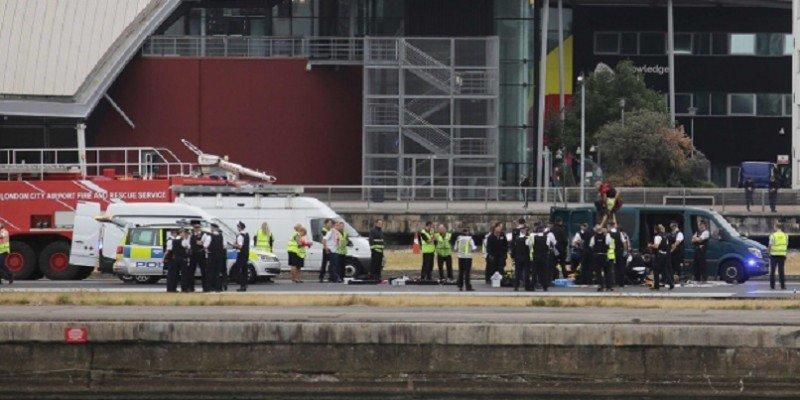 Una protesta en plena pìsta bloquea el Aeropuerto London City (Foto Metro UK).