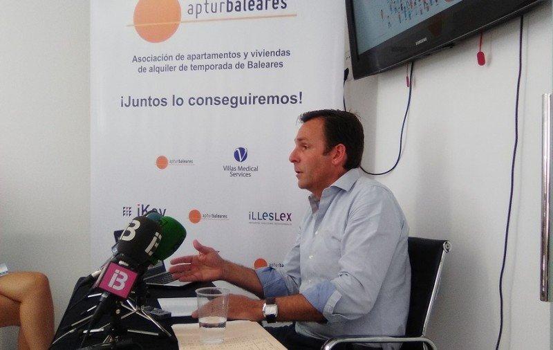 Exigen regular en Baleares el alquiler vacacional que supone el 11% del PIB; según un informe presentado por Juan Estarellas, presidente de ApturBaleares.