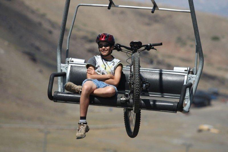 Los remontes de Sierra Nevada han sido utilizados este verano por aficionados al ciclismo, senderistas, etc.