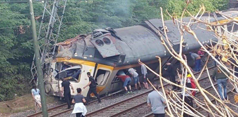 Al menos dos fallecidos al descarrilar un tren en Galicia, cuando recorría el tramo entre Vigo y Oporto pasando por la localidad portuguesa de Valença do Miño.