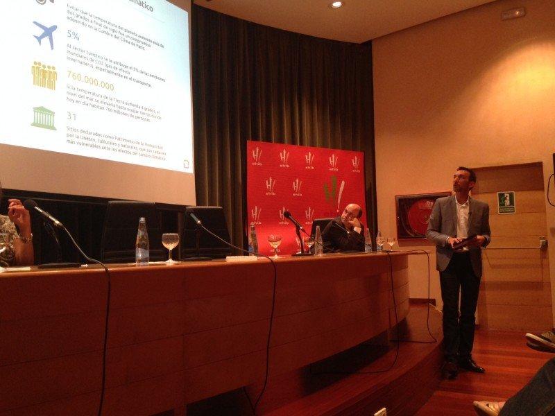 El director de HOSTELTUR fue el conferenciante en la inauguración del curso.