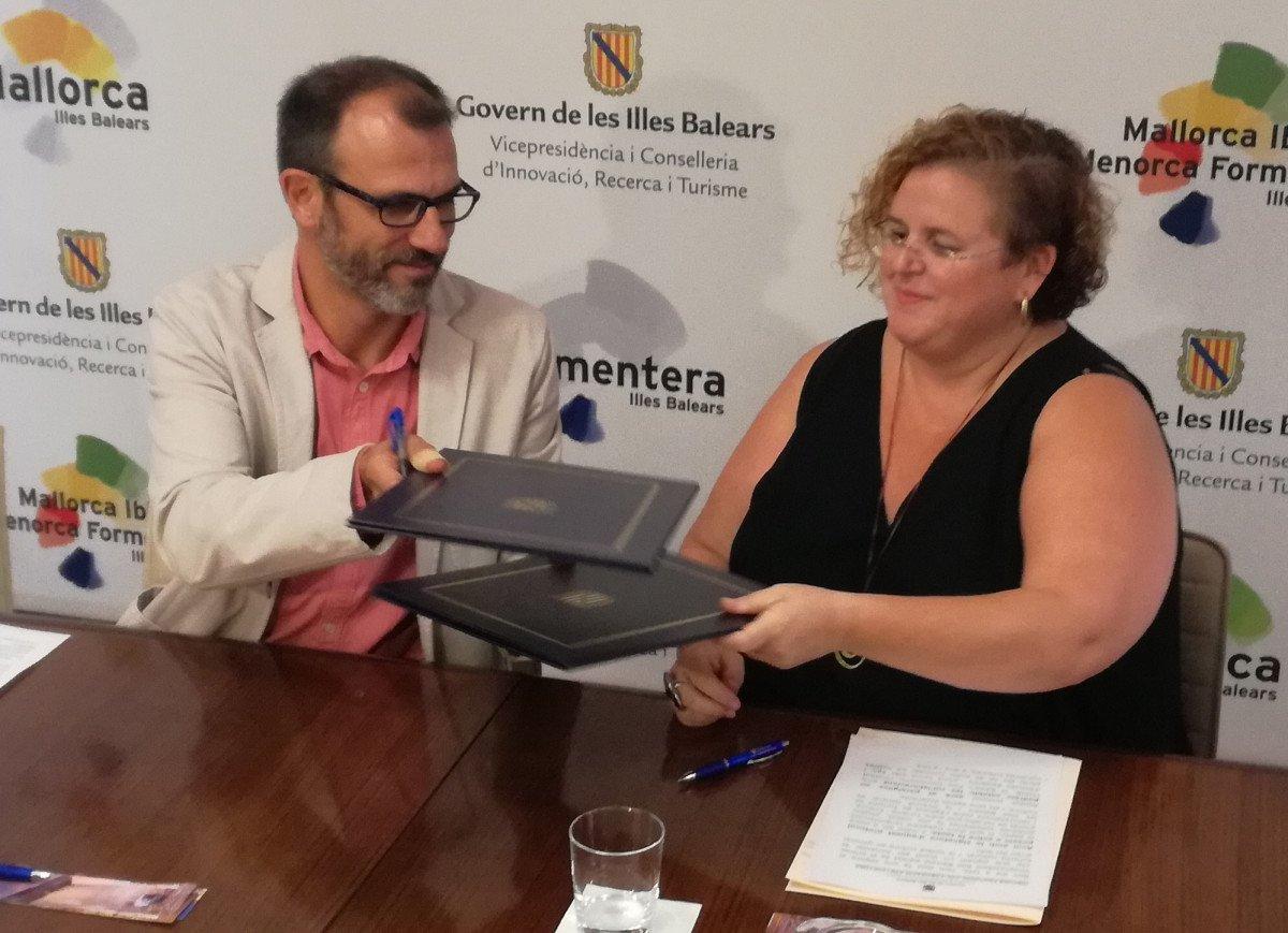 El vicepresidente y conseller de Innovación, Investigación y Turismo, Biel Barceló, y la consellera de Transparencia, Cultura y Deportes, Ruth Mateu.