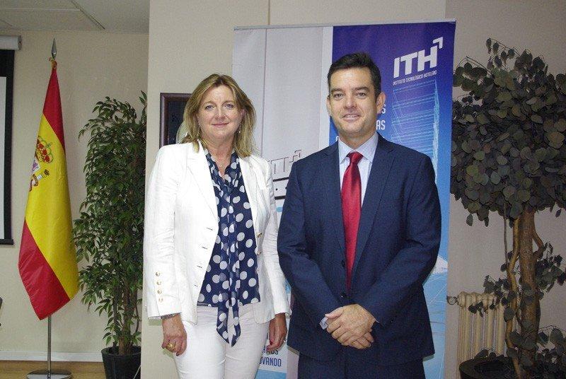 Ana Espinel y Álvaro Carrillo, directores generales de Audiotec y del ITH, tras la firma del acuerdo entre ambas entidades.