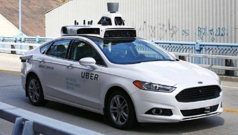 Uber lanza los viajes en coches sin conductor.