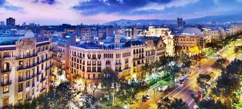 Barcelona estudia una nueva tasa turística para todos los visitantes