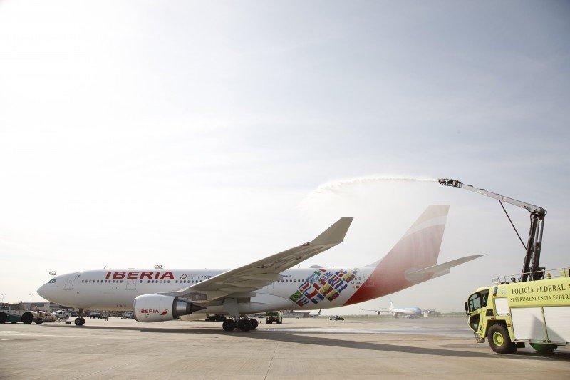 """Iberia conmemora primer vuelo a Argentina con su avión 'Buenos Aires"""""""