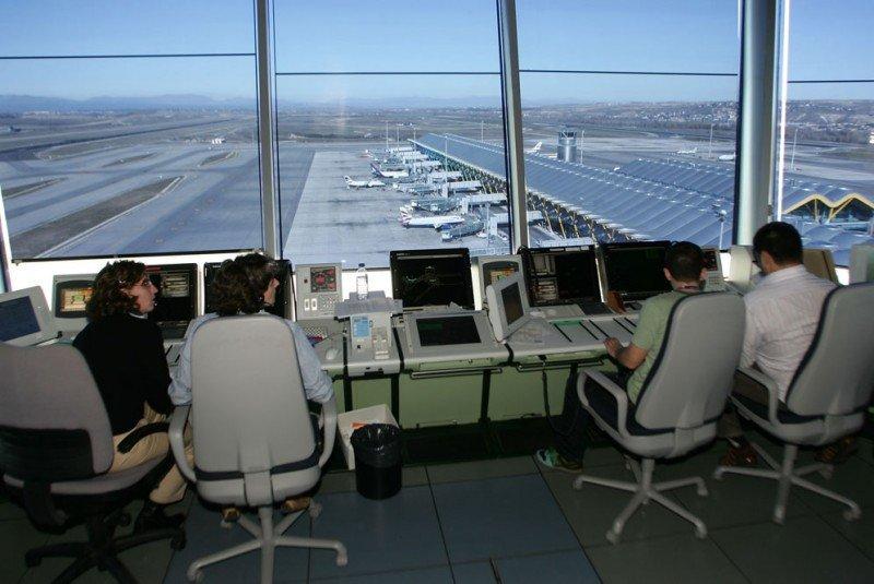 Más de 1.200 aspirantes a las 39 plazas de controlador aéreo de Enaire