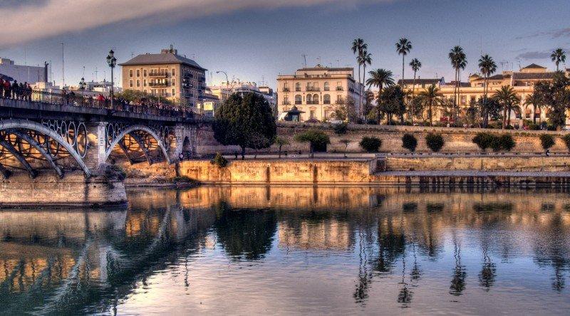 Sevilla registra la mayor subida intermensual.