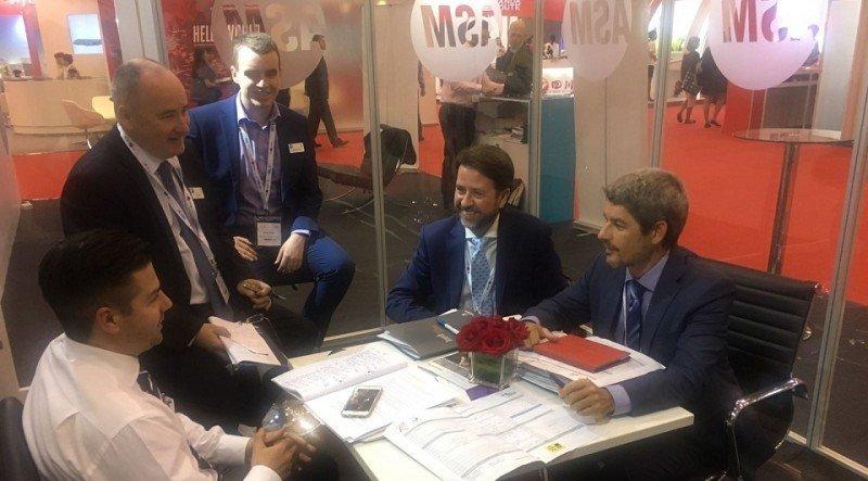 El presidente del Cabildo de Tenerife, Carlos Alonso, y el consejero Alberto Bernabé se reúnen con las principales compañías en el marco de la feria Routes que se celebra en China.