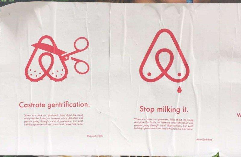 Carteles anti-Airbnb desplegados por los activistas.