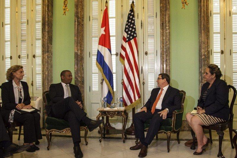 Reunión en La Habana entre Anthony Foxx, secretario de Transporte de EEUU, y el canciller cubano Bruno Rodríguez Parrilla. Foto: DOT