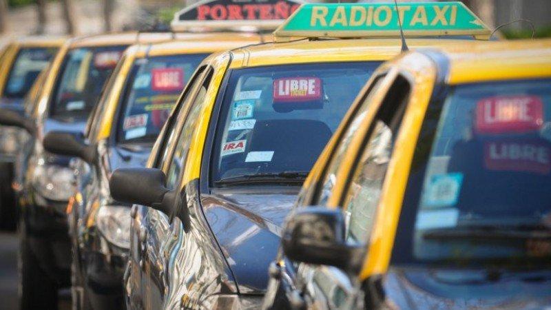 Taxistas de la CAR contra la app que impulsa ciudad de Buenos Aires