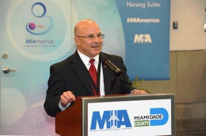 Joseph Napoli, jefe del Departamento de Aviación de Miami-Dade.
