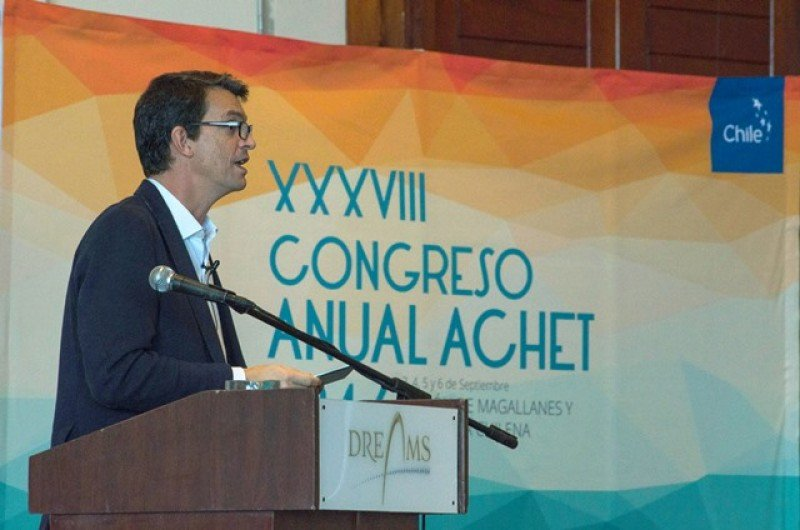 Íñigo García-Aranda expone en el congreso de ACHET.