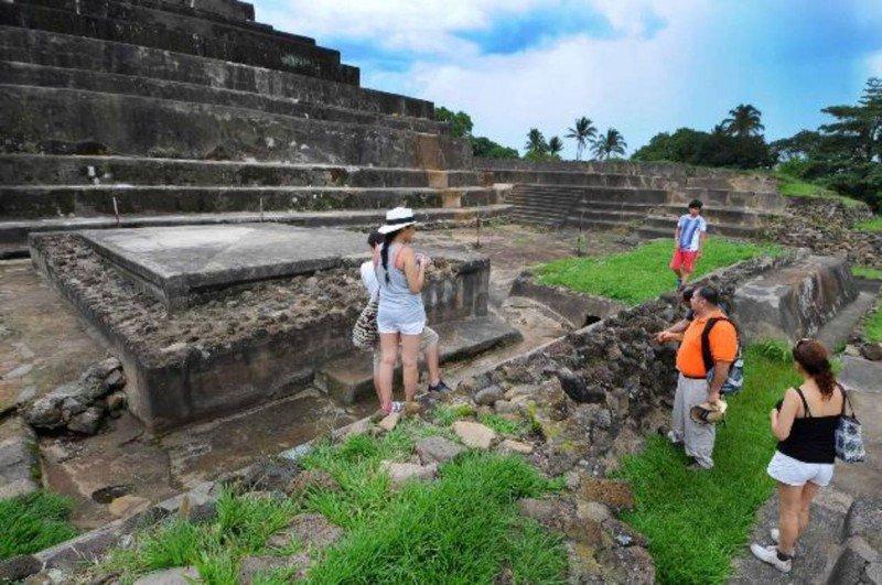 'Historia y Cultura' es una de las categorías de paquetes que se ofrecen.