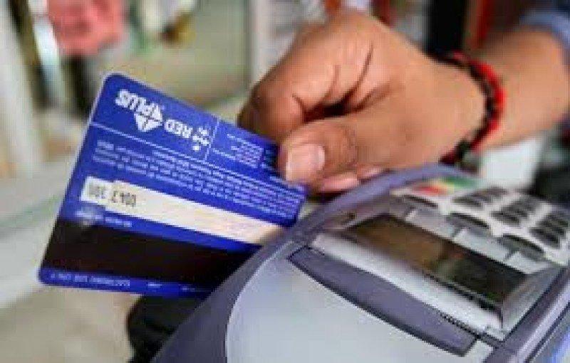 Argentina: media sanción a la baja de comisiones por compras con tarjetas
