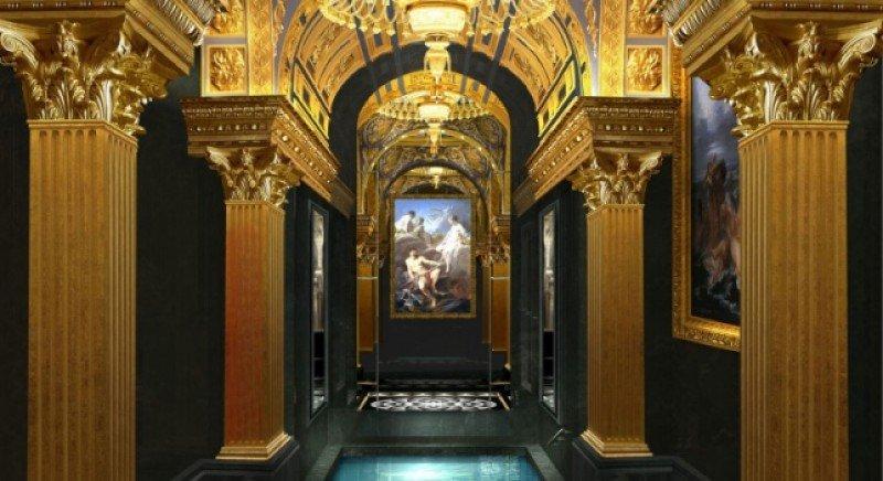 El lujo se expresa hasta en los palaciegos pasillos del hotel.