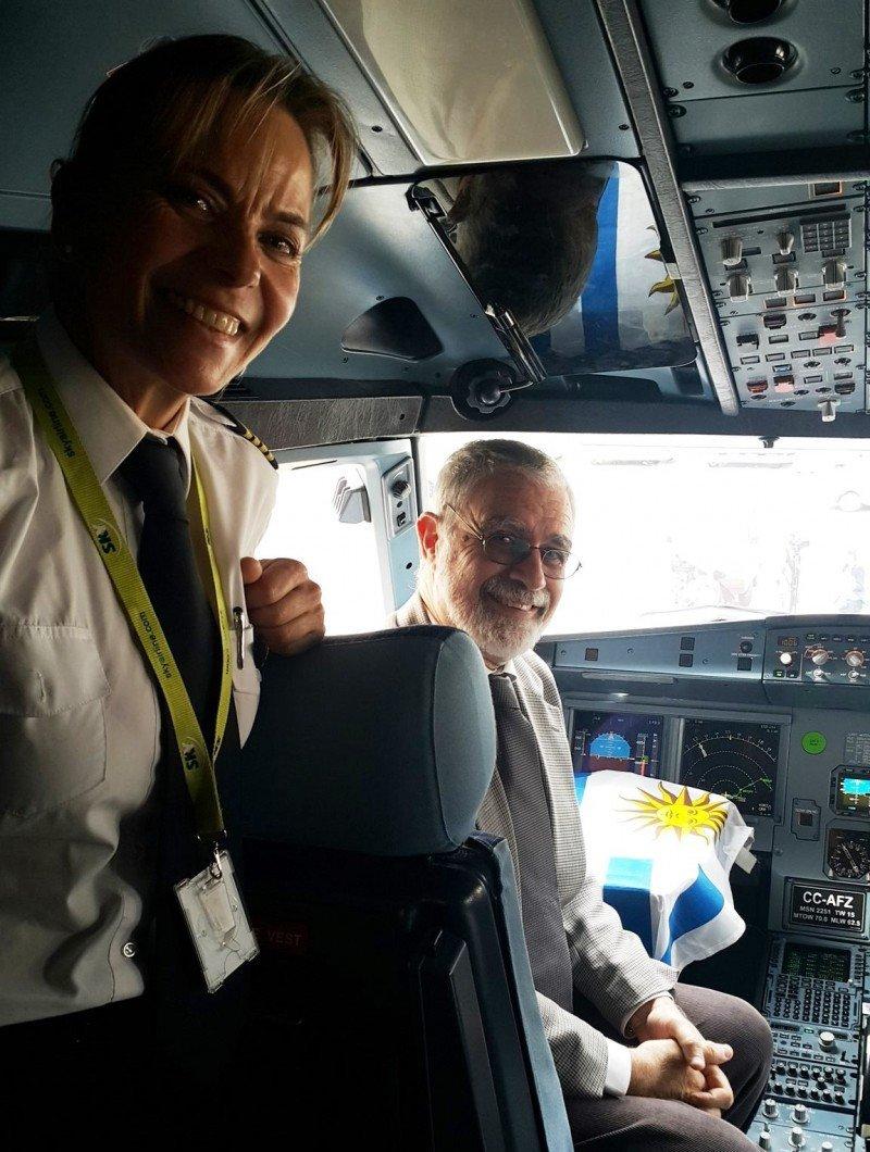 Diana Pugh, la comandante uruguaya que operó el vuelo inaugural de Sky desde Santiago a Montevideo.