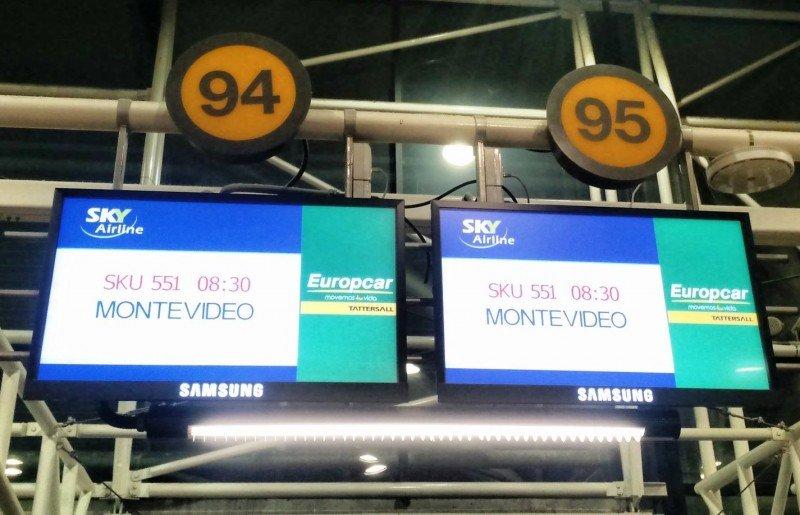 Uruguaya Diana Pugh comandó el vuelo inaugural de Sky Airline a Montevideo